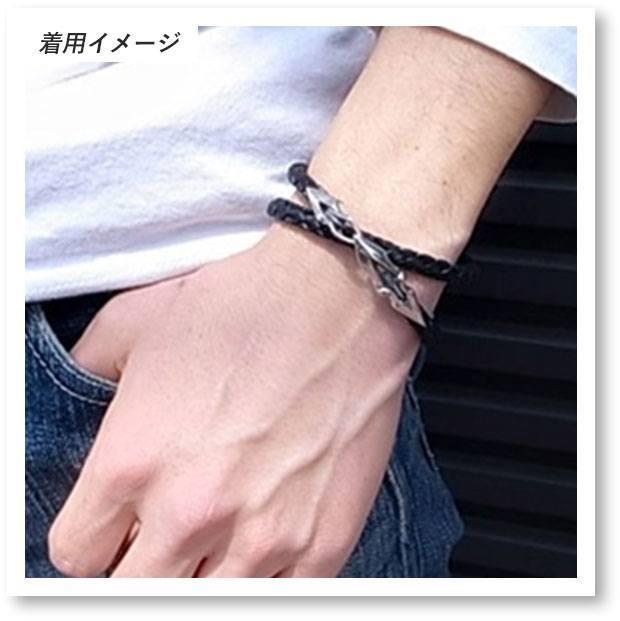 DB-157 /編革レザーブレスレット(ブラック)×シルバー 2重巻きの着用イメージ